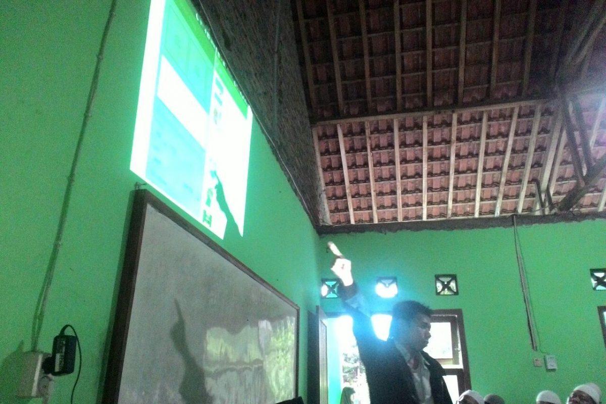 Pelatihan Membuat Toko Online Di Kampung Santri